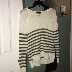 Long sleeve knit sweater.